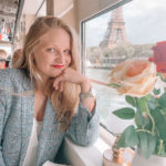 Manon luquand in front of the Eiffel Tower